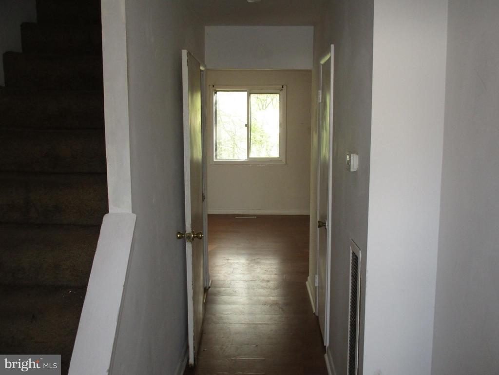 Main Hallway - 11 WAYSIDE CT, STAFFORD