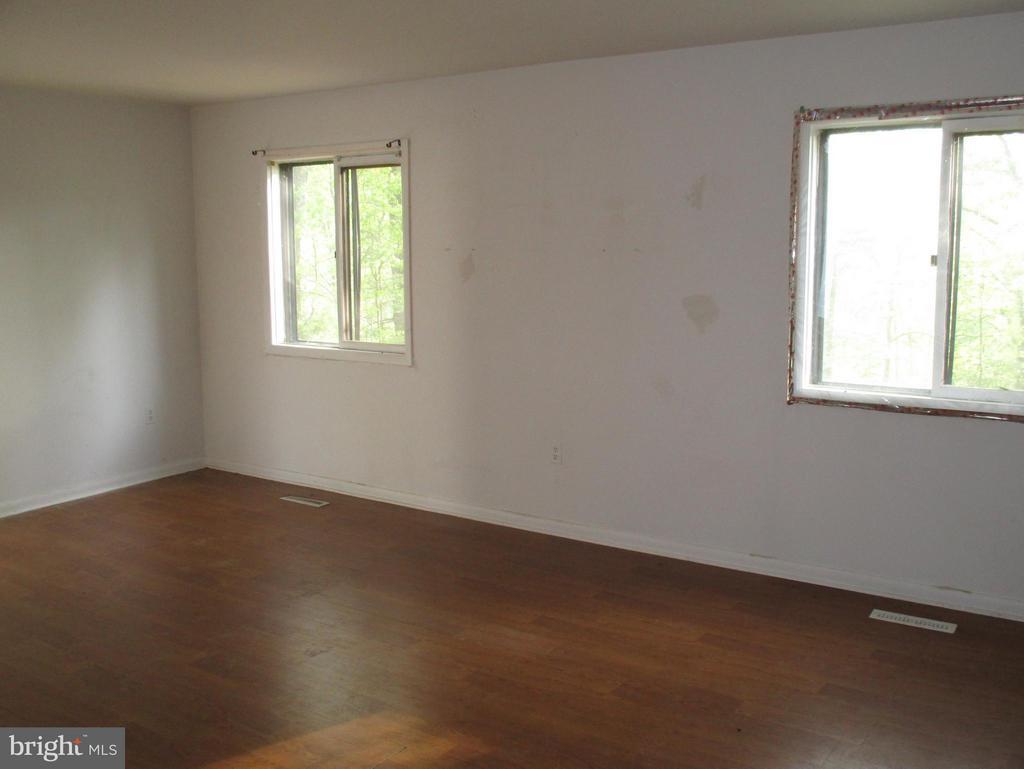 Living Room - 11 WAYSIDE CT, STAFFORD