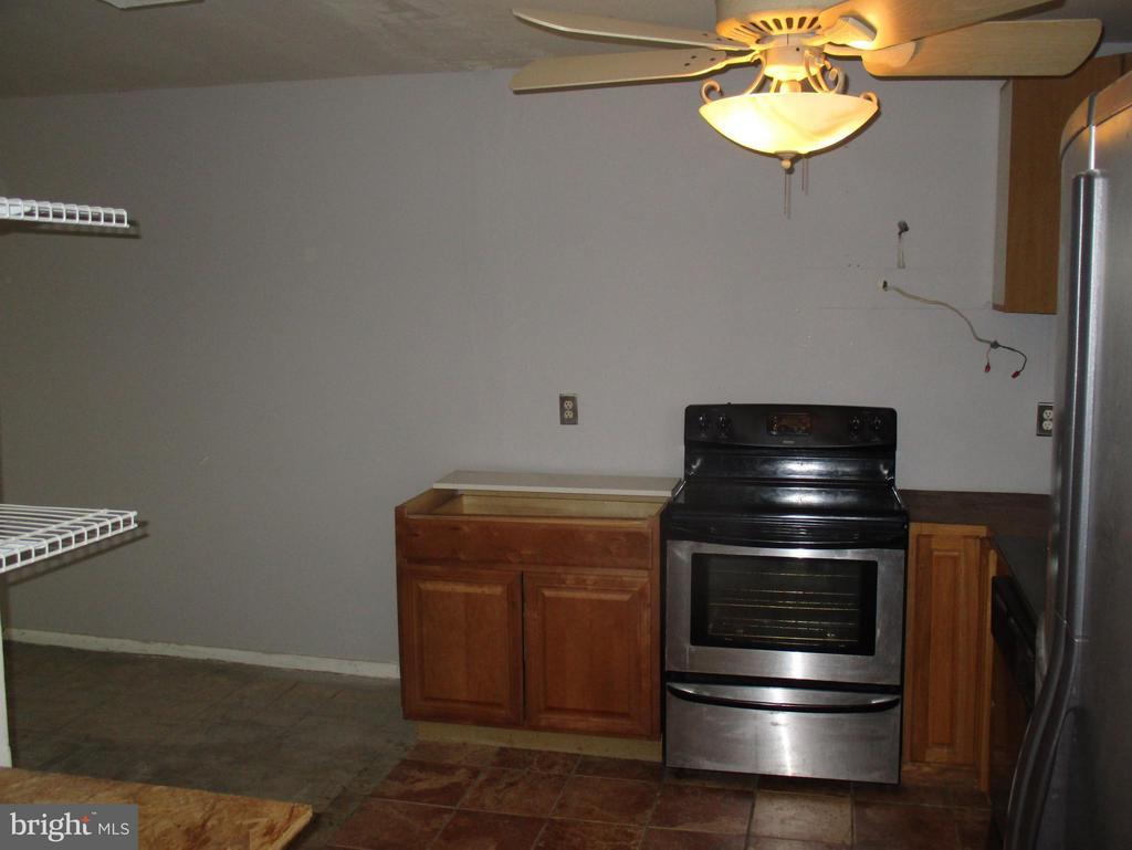 Kitchen - 11 WAYSIDE CT, STAFFORD