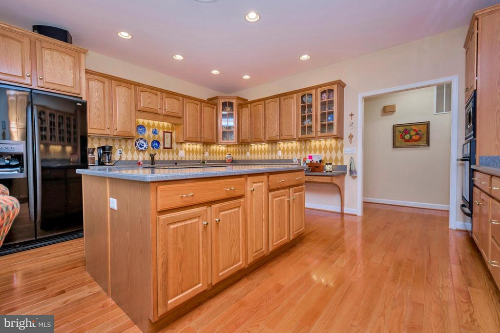 Large Island  and massive cabinet space - 1101 EASTOVER PKWY, LOCUST GROVE