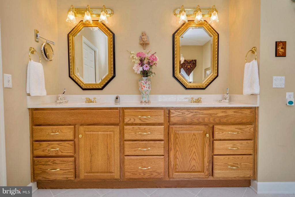 Double Vanities in master bath - 1101 EASTOVER PKWY, LOCUST GROVE