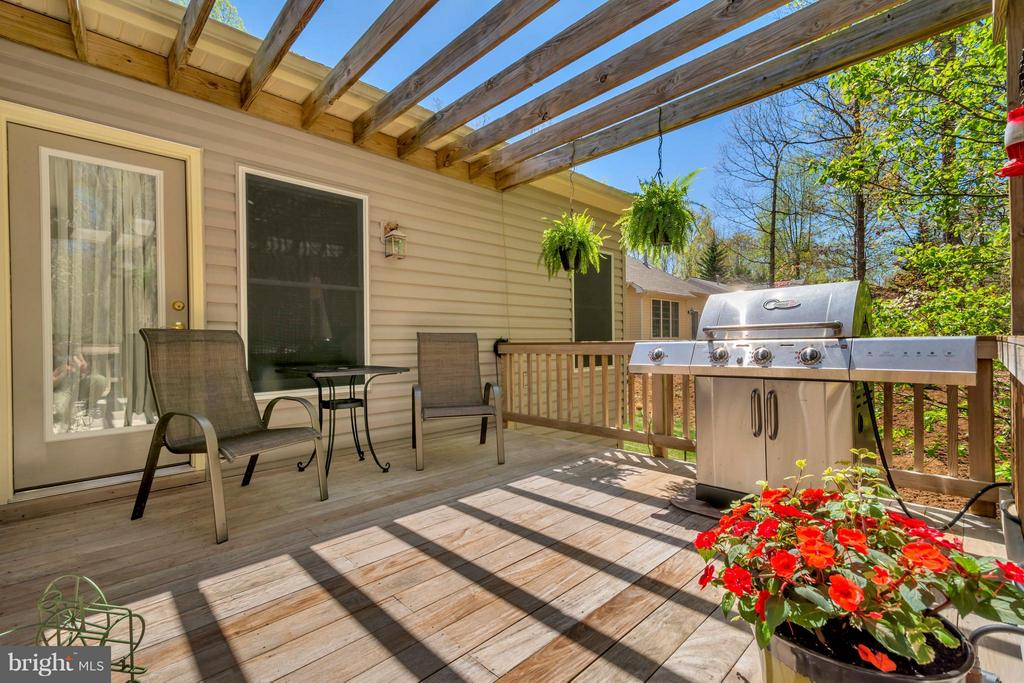 Grilling Deck with pergola - 1101 EASTOVER PKWY, LOCUST GROVE