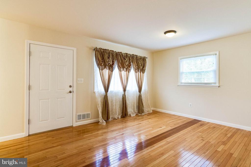 Living Room - 7806 AMHERST DR, MANASSAS