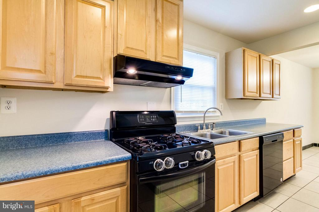 Kitchen - 7806 AMHERST DR, MANASSAS
