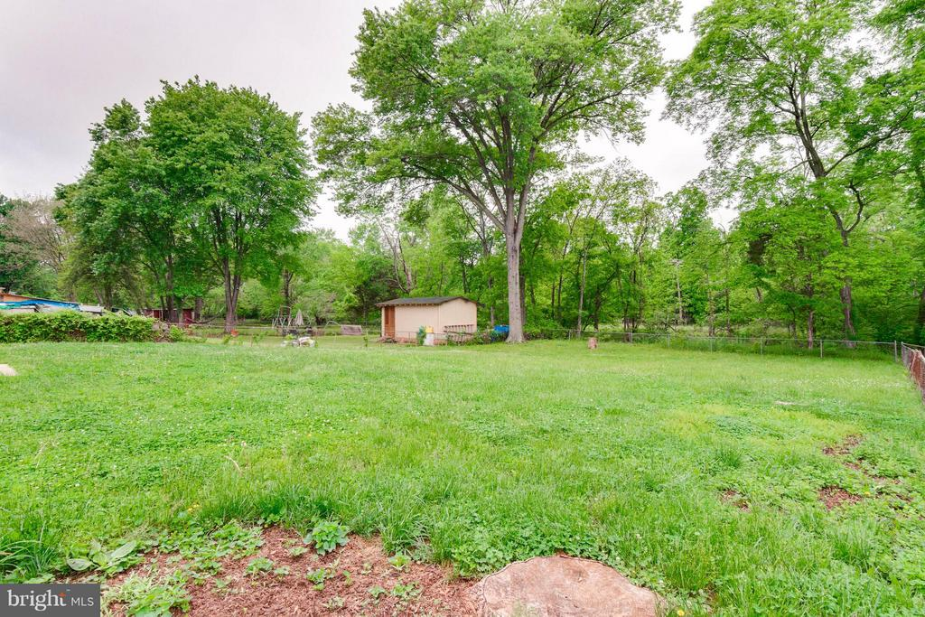 Huge Backyard - 7806 AMHERST DR, MANASSAS