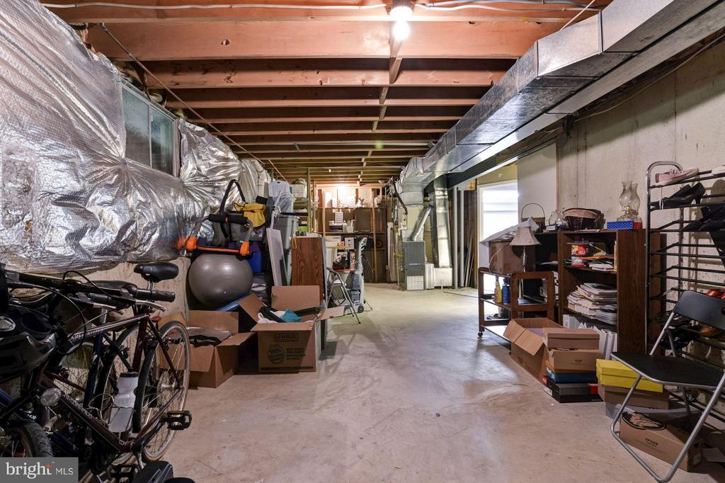 Large Storage Room - 9504 RETRIEVER RD, BURKE