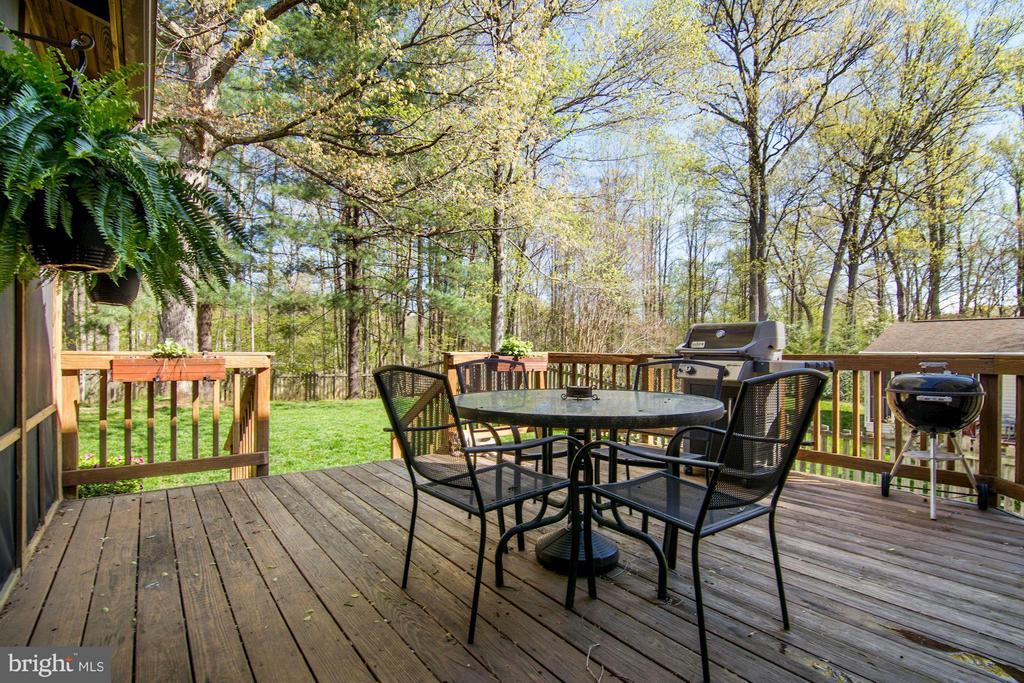Spacious Deck - 9504 RETRIEVER RD, BURKE