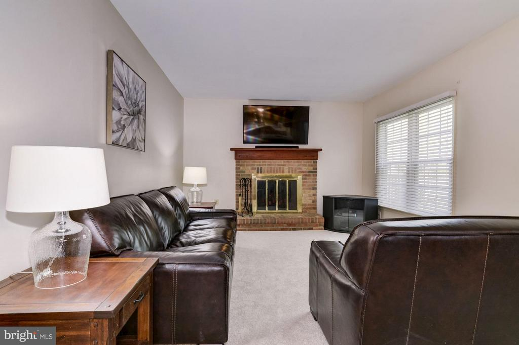 Family Room - 9504 RETRIEVER RD, BURKE