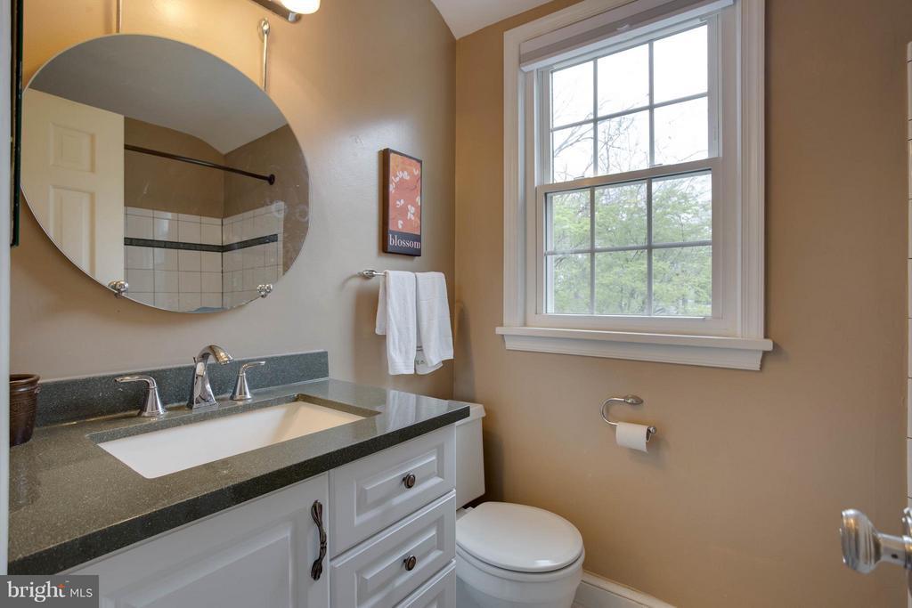 Bath - 3304 WAKEFIELD ST #A, ARLINGTON