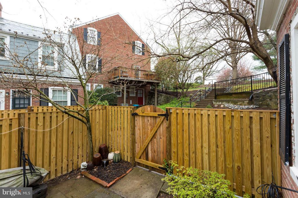 Fully Enclosed  Private Back Yard - 3304 WAKEFIELD ST #A, ARLINGTON