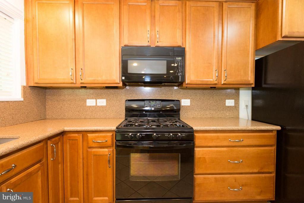 Kitchen - 10530 MONTROSE AVE #M-102, BETHESDA