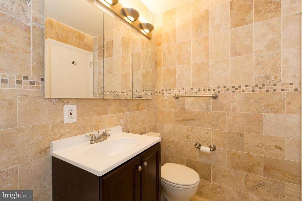 Bath - 10530 MONTROSE AVE #M-102, BETHESDA