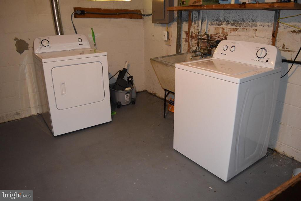 Washer and Dryer in Basement - 108 JORDAN ST, ALEXANDRIA