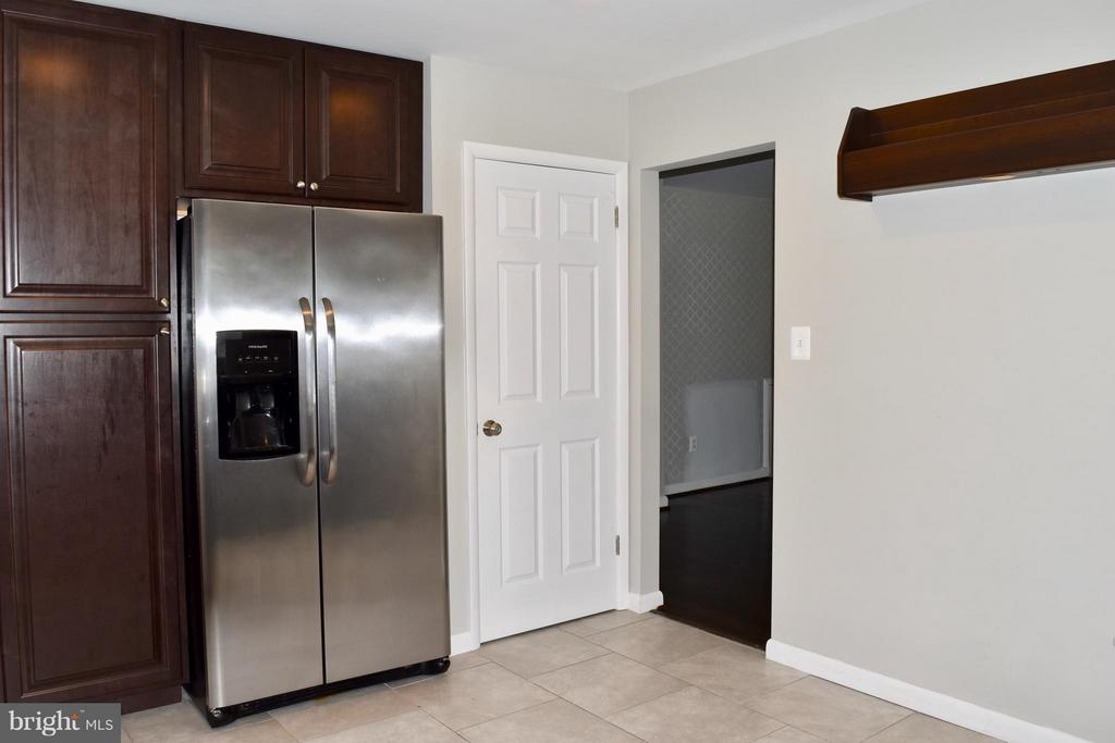 Kitchen with Stainless Appliances - 108 JORDAN ST, ALEXANDRIA