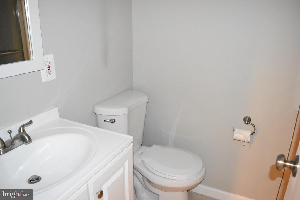 Basement Full Bath - 108 JORDAN ST, ALEXANDRIA