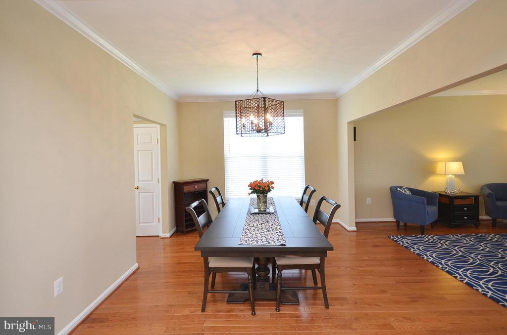 Dining Room with plenty of space for large parties - 35791 CHAPEL HILL CT, ROUND HILL