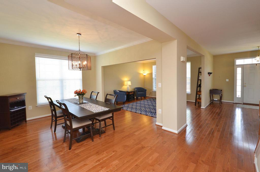 Dining Room/Living Room w/hardwood floors - 35791 CHAPEL HILL CT, ROUND HILL