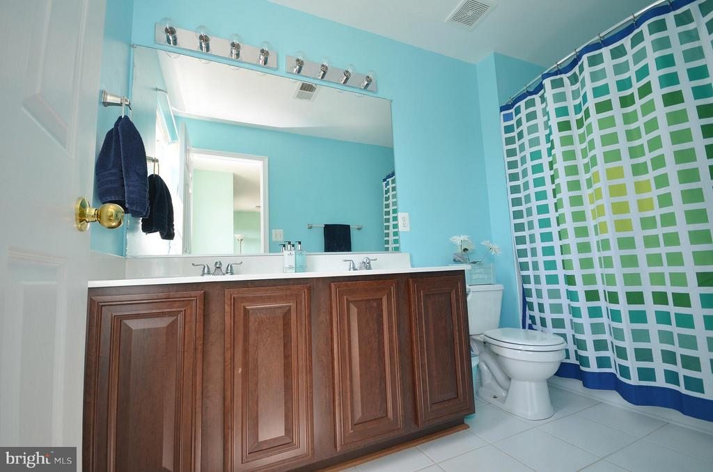 Master Bath with Dual Vanity - 35791 CHAPEL HILL CT, ROUND HILL