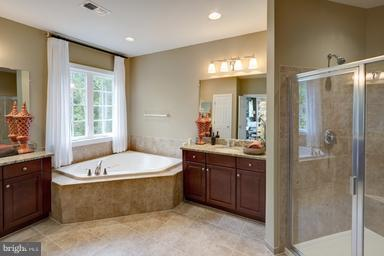 Luxury Soaking Tub with Separate Vanities - WEBER PL, OAKTON