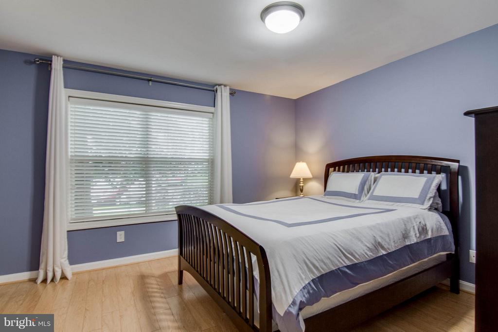 This is an awesome bedroom! - 3179 SUMMIT SQUARE DR #2-B6, OAKTON