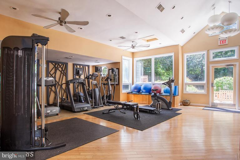 A fitness center.  Yeah!! - 3179 SUMMIT SQUARE DR #2-B6, OAKTON