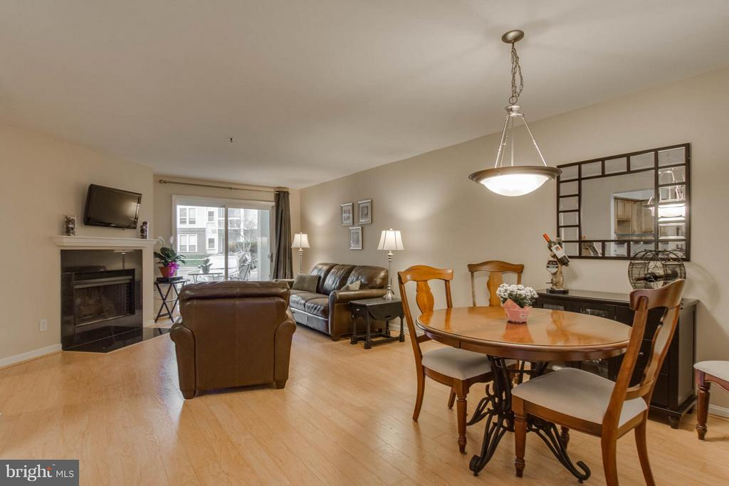 A wonderful open space for entertaining! - 3179 SUMMIT SQUARE DR #2-B6, OAKTON
