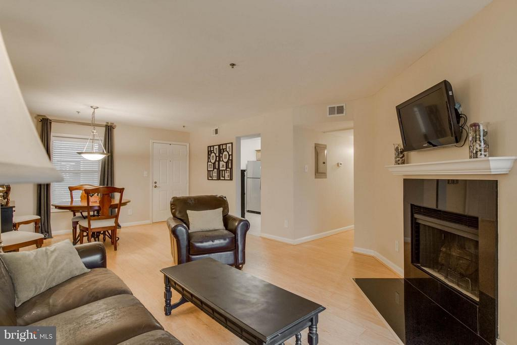 From the living room, see how big the space is! - 3179 SUMMIT SQUARE DR #2-B6, OAKTON
