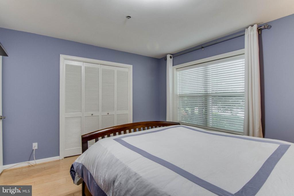 So clean and lovely! - 3179 SUMMIT SQUARE DR #2-B6, OAKTON