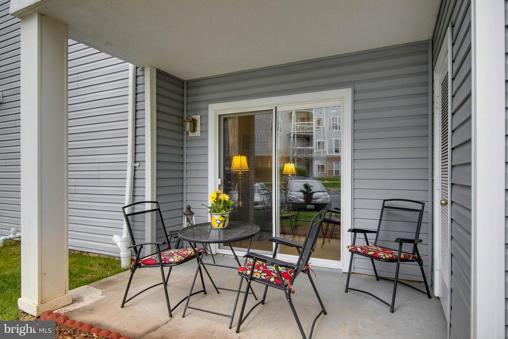 Love the patio space! - 3179 SUMMIT SQUARE DR #2-B6, OAKTON