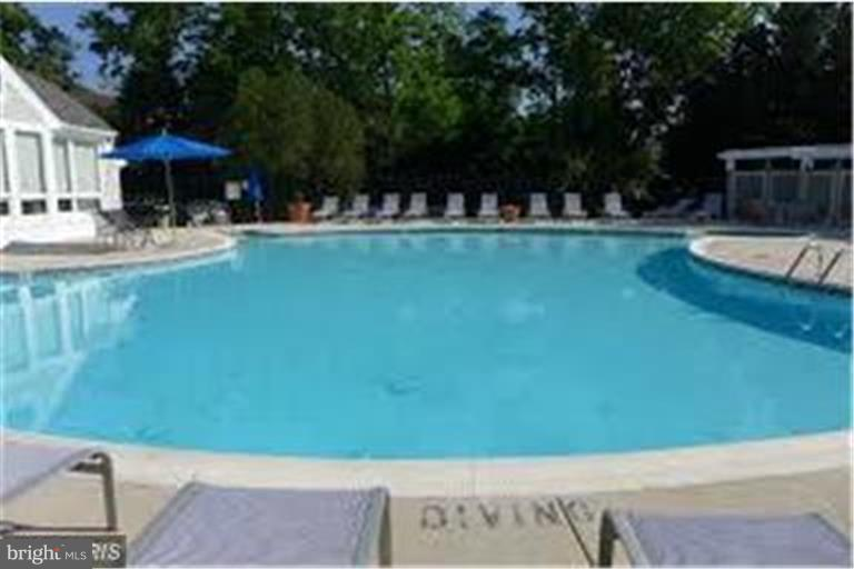 Take a cool dip or sit in a chair,  fun! - 3179 SUMMIT SQUARE DR #2-B6, OAKTON