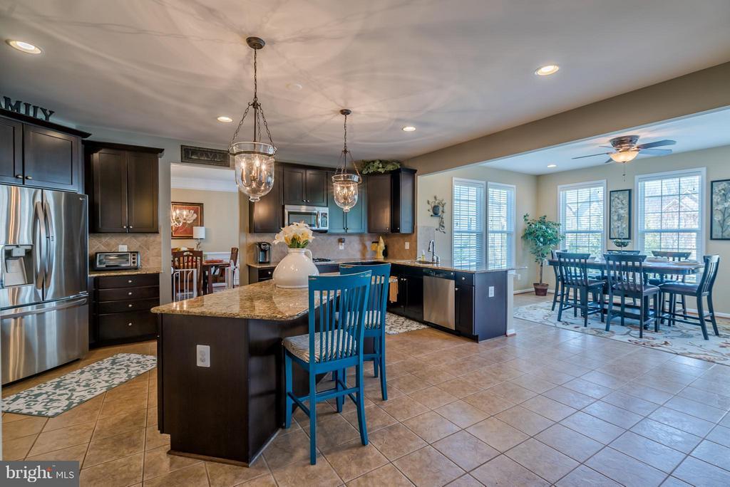 Gourmet Kitchen with Breakfast Bar and Island - 42970 TEALBRIAR PL, BROADLANDS
