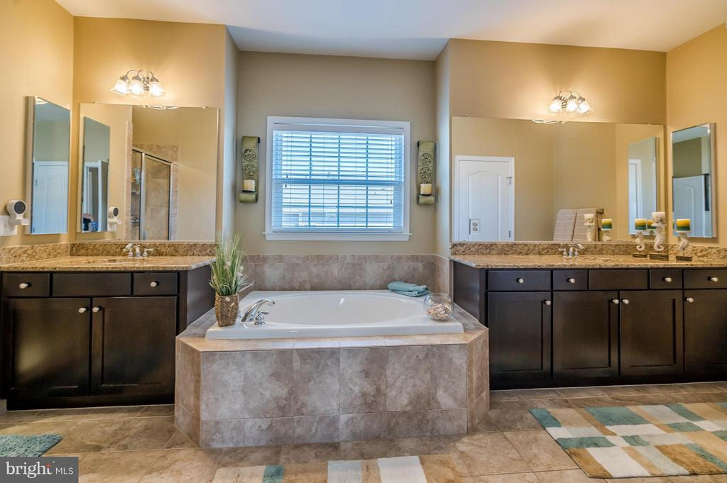Luxury Master Bathroom with Dual Vanities - 42970 TEALBRIAR PL, BROADLANDS