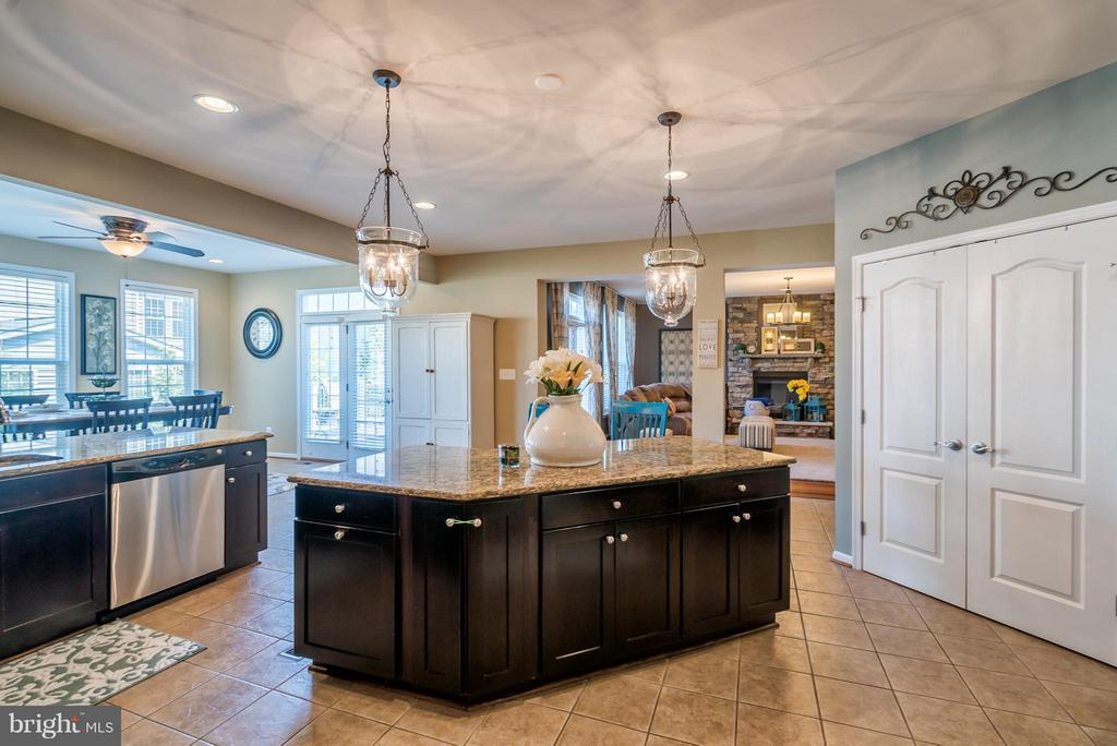 Kitchen Overlooking Breakfast Room - 42970 TEALBRIAR PL, BROADLANDS