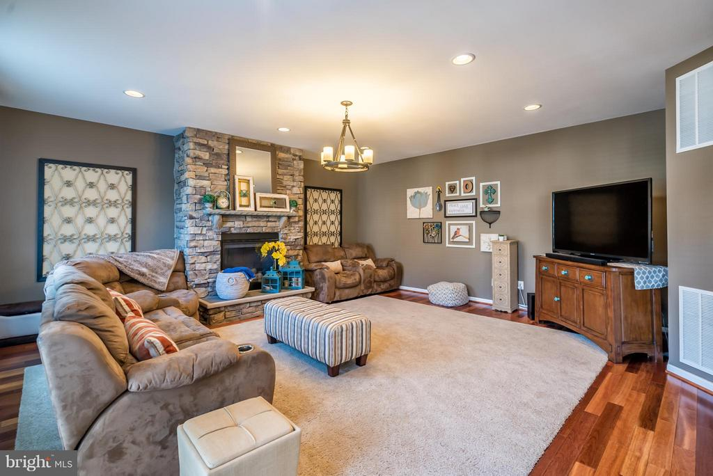 Spacious Family Room with Stone Gas Fireplace - 42970 TEALBRIAR PL, BROADLANDS