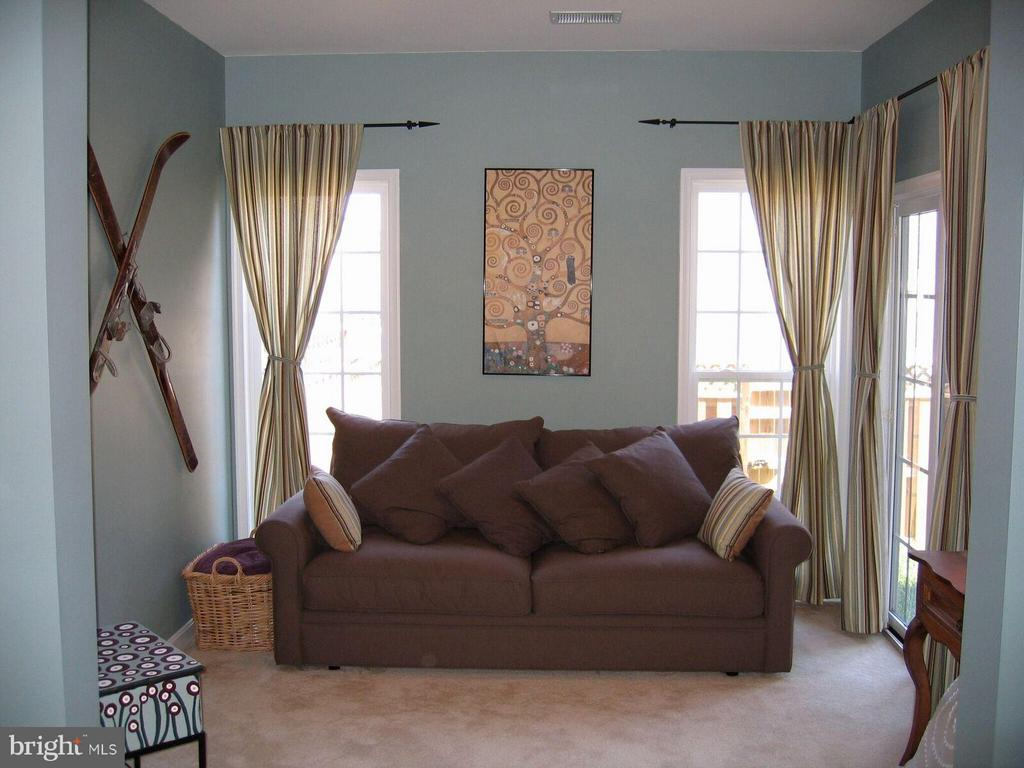 Den in Rec Room - 21934 WINDY OAKS SQ, BROADLANDS