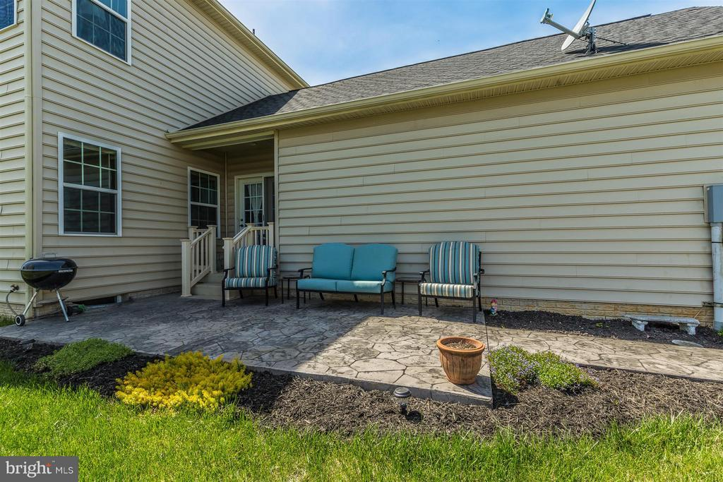 Great outdoor living space! - 5011 SMALL GAINS WAY, FREDERICK