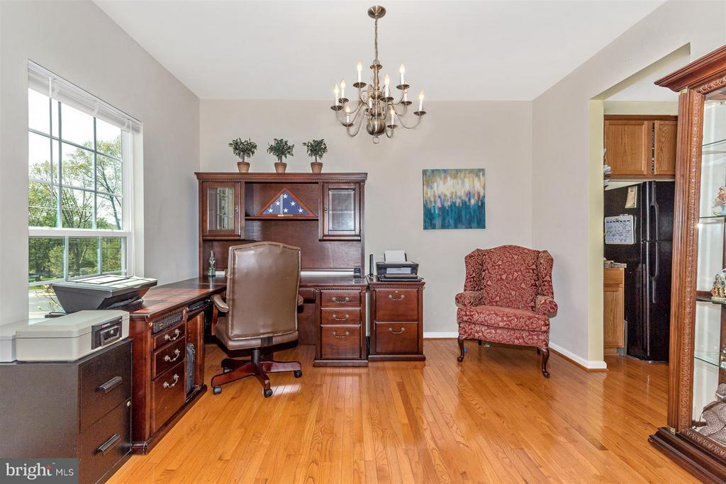 Separate dining room or home office - 5011 SMALL GAINS WAY, FREDERICK