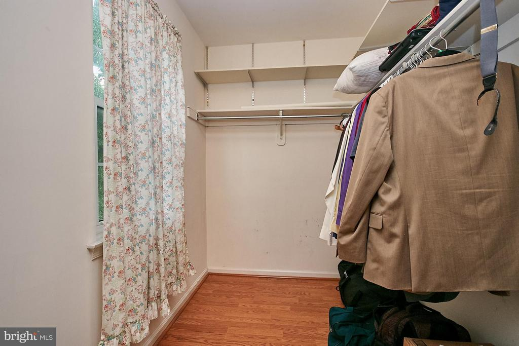 Large Master Bedroom Walk-in Closet - 10882 OAK GREEN CT, BURKE