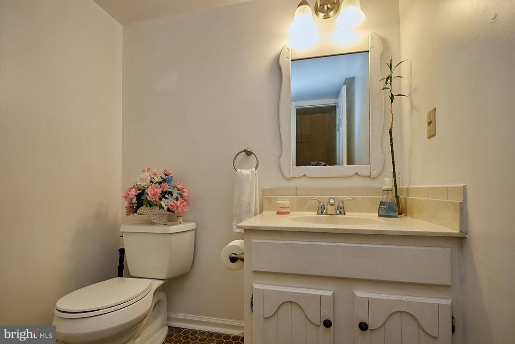 Main Level Powder Room - 10882 OAK GREEN CT, BURKE