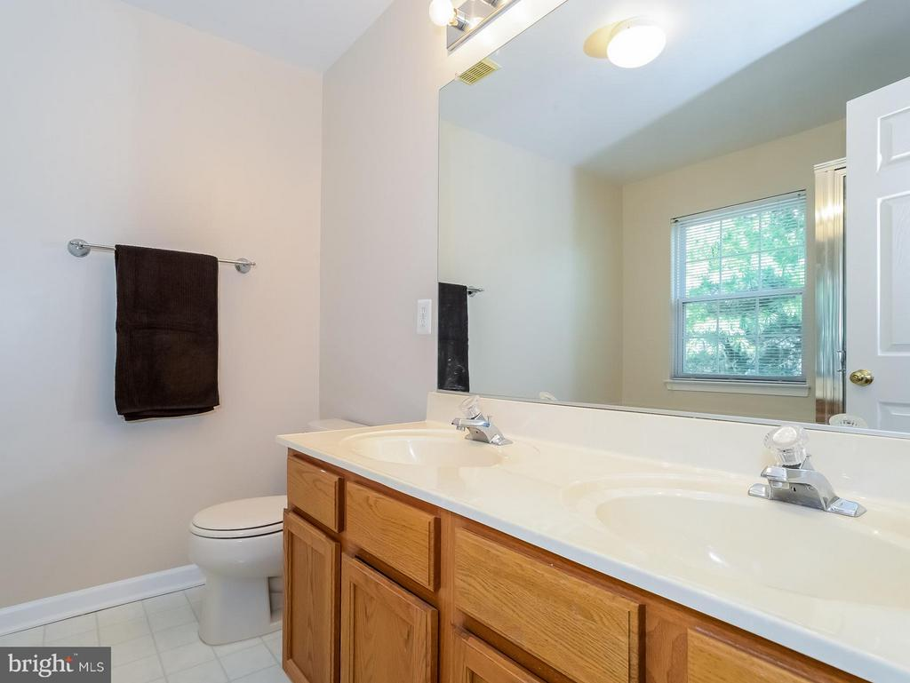 Bath(Master) with Dual Sink Vanity - 11438 ABNER AVE, FAIRFAX