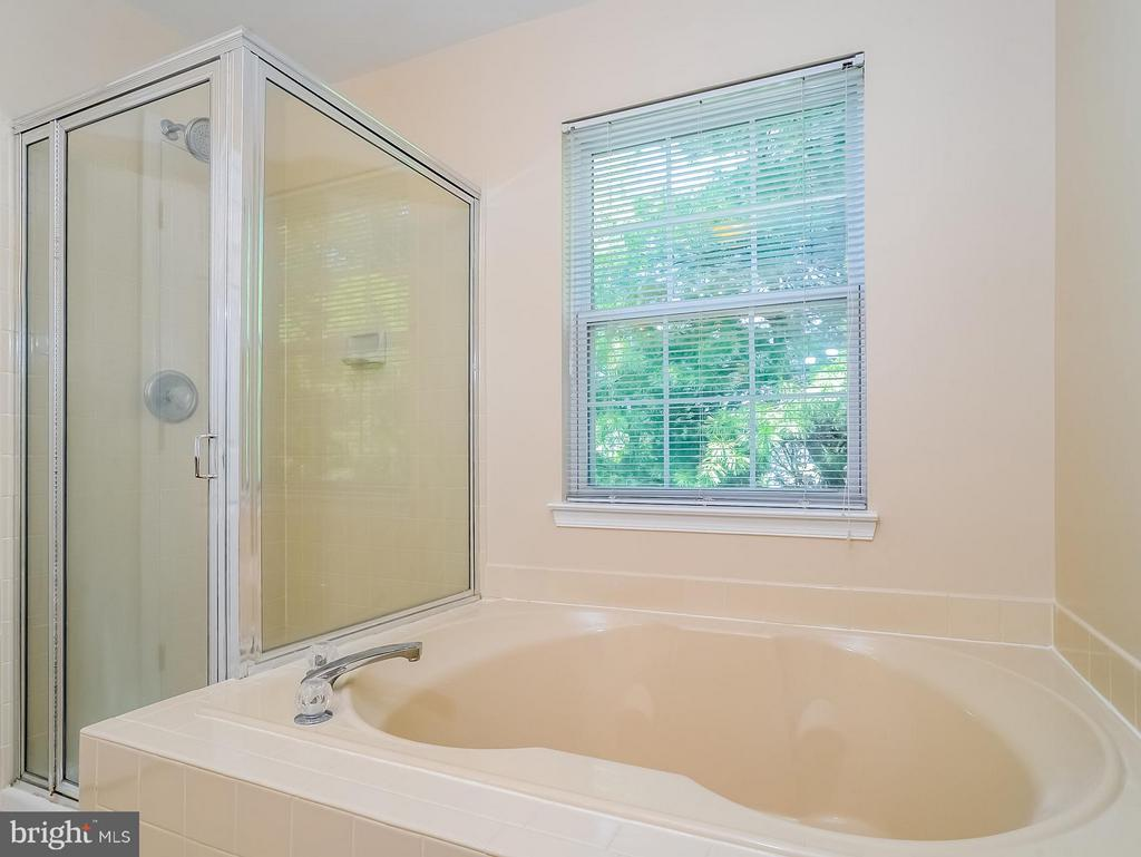 Bath (Master) has separate soaking tub and shower - 11438 ABNER AVE, FAIRFAX