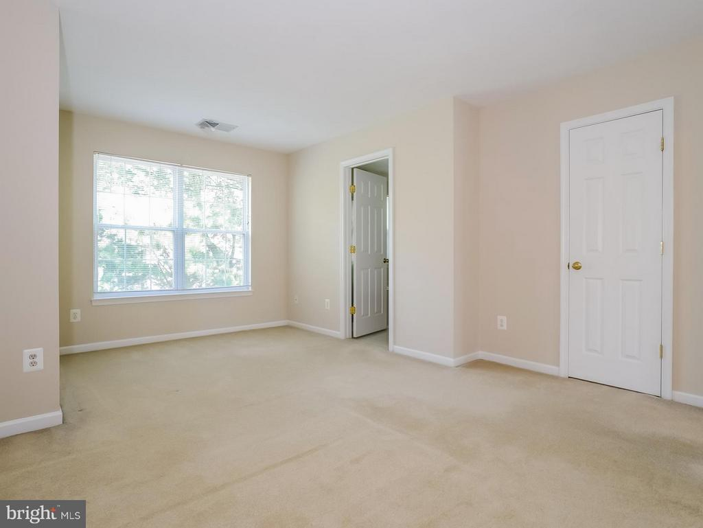 Bedroom (Master) with private access MBA & WIC - 11438 ABNER AVE, FAIRFAX