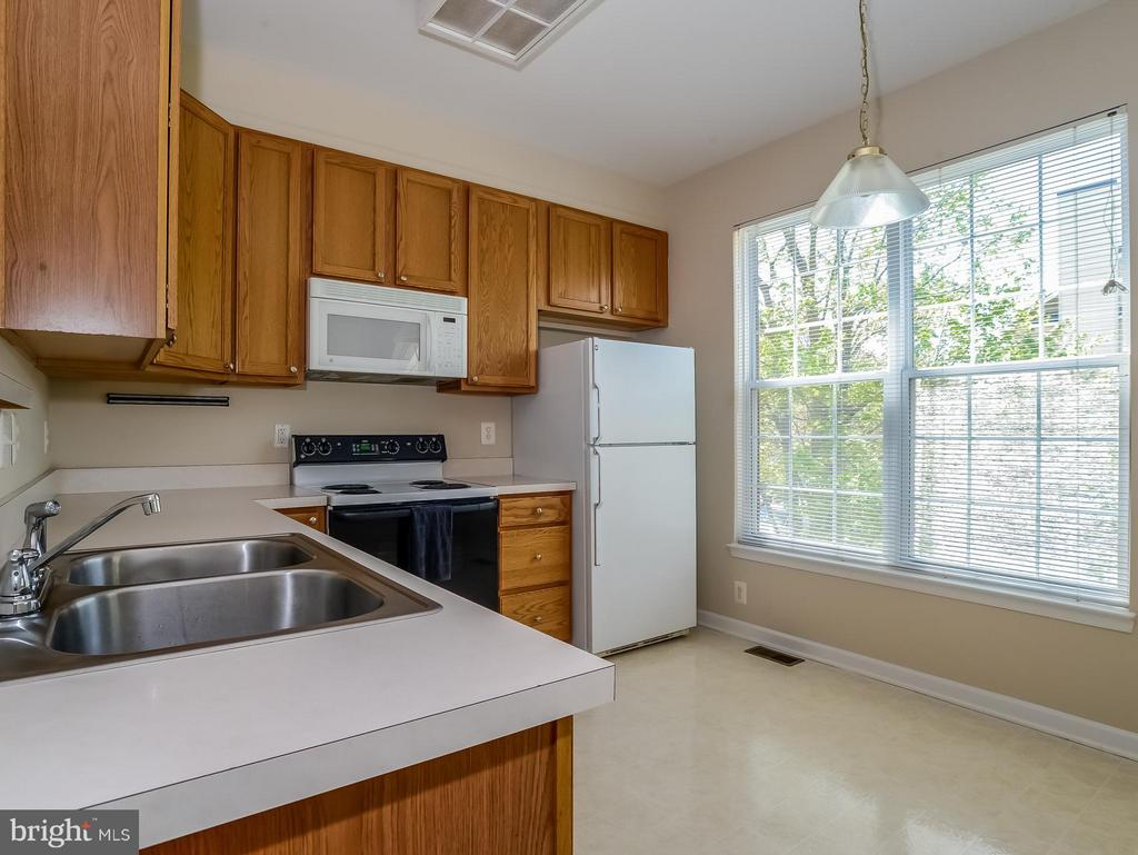 Bright Kitchen with Southern Exposure - 11438 ABNER AVE, FAIRFAX
