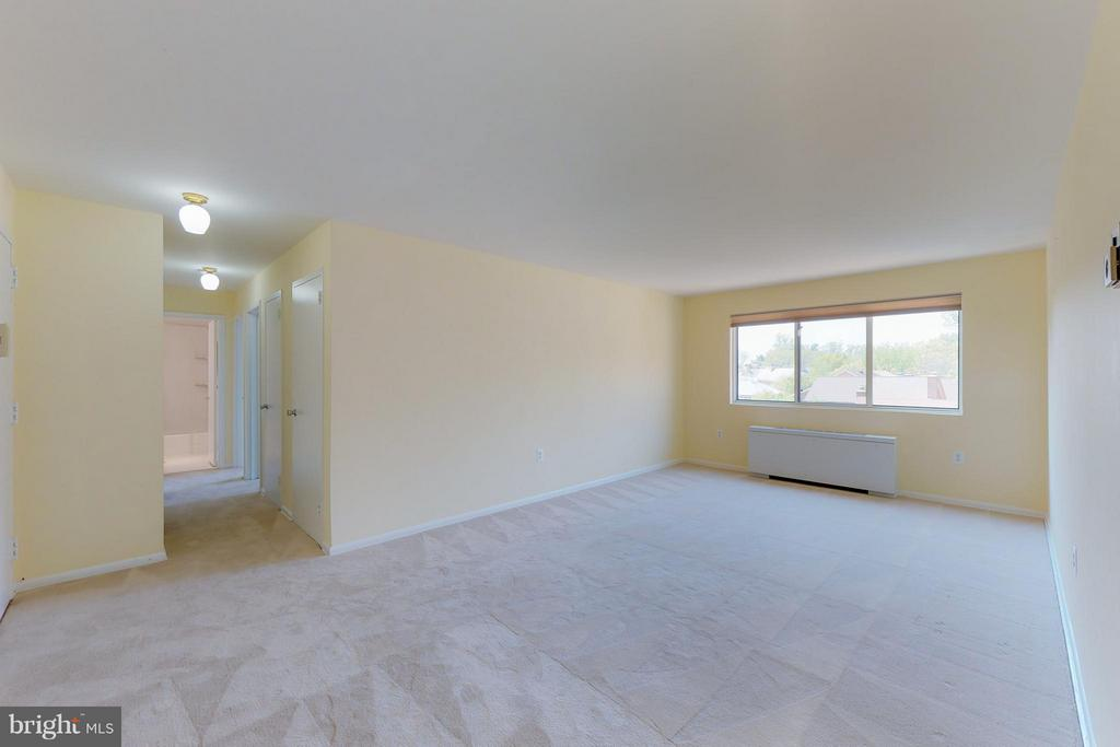 Large Living Room - 200 MAPLE AVE #604, FALLS CHURCH