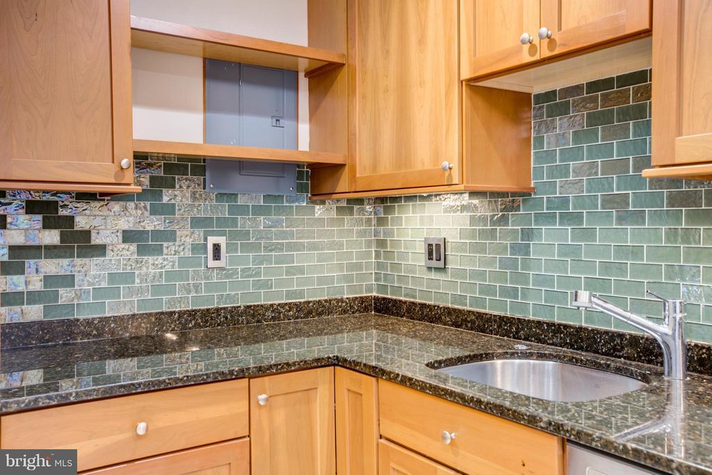 Gorgeous Glass Subway Tile Backsplash! - 200 MAPLE AVE #604, FALLS CHURCH