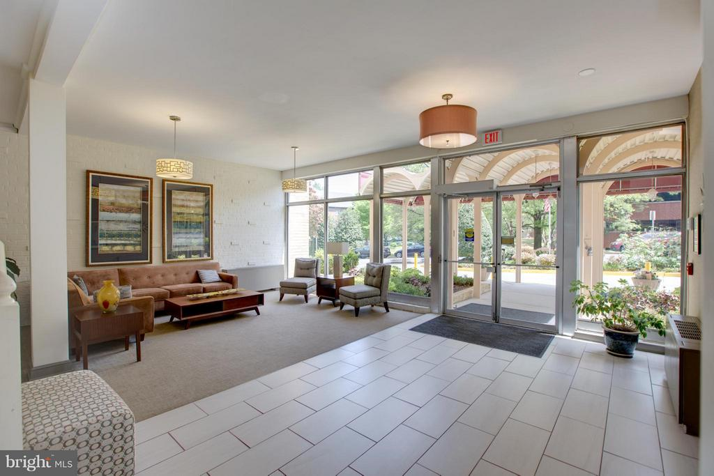 Welcoming Lobby - 200 MAPLE AVE #604, FALLS CHURCH