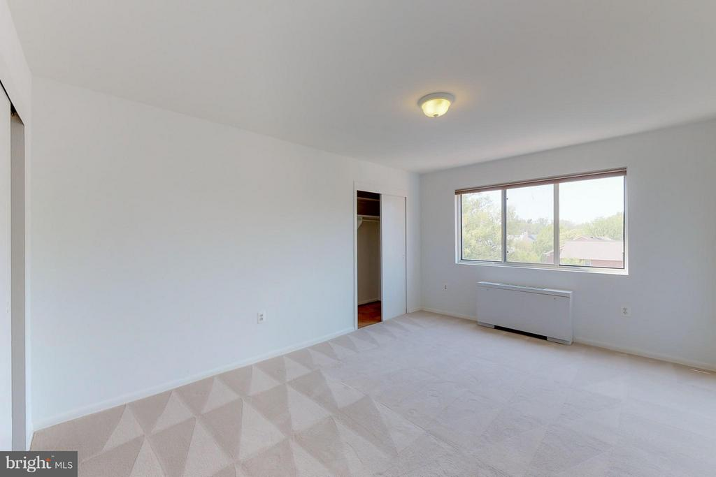 Bedroom 1 (Largest) - 200 MAPLE AVE #604, FALLS CHURCH