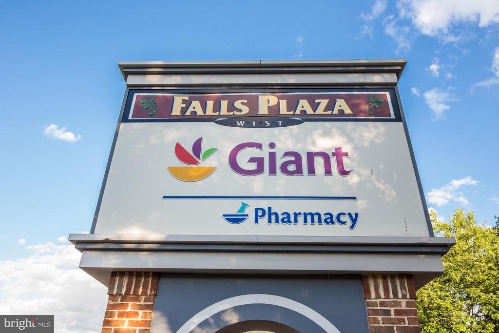 Plenty of Shopping & Eateries Nearby - 200 MAPLE AVE #604, FALLS CHURCH