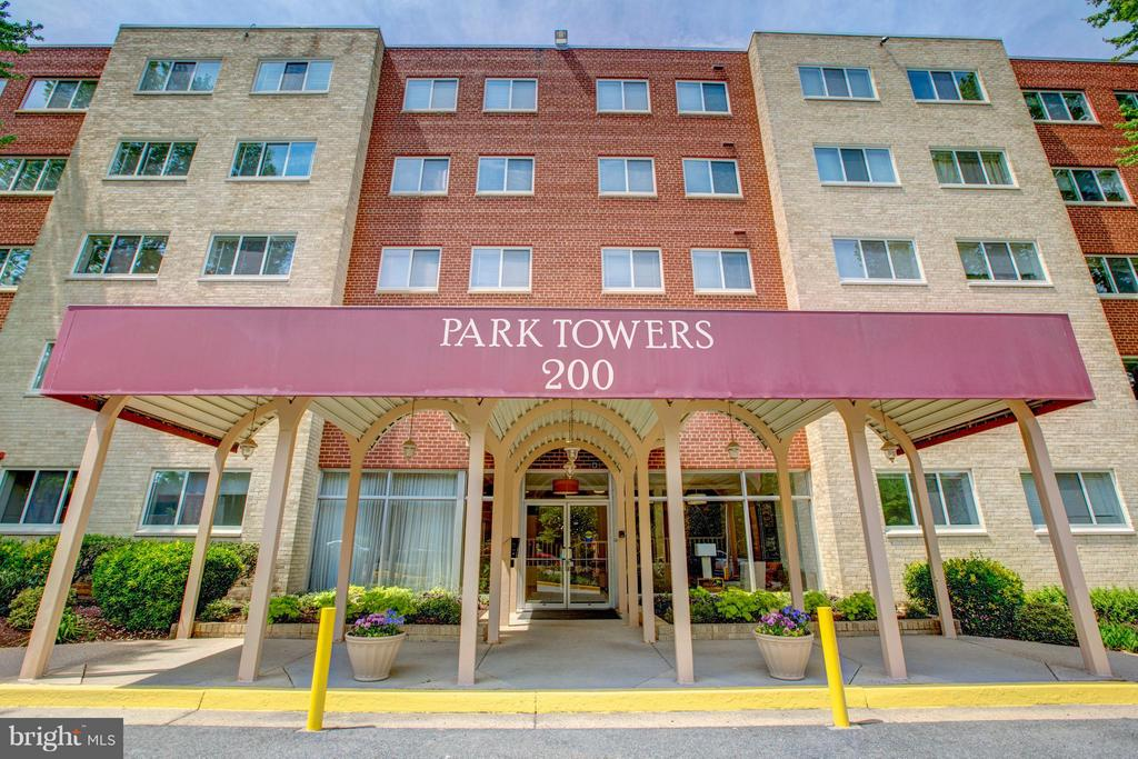 Covered Drop Off/Pick Up Area - 200 MAPLE AVE #604, FALLS CHURCH