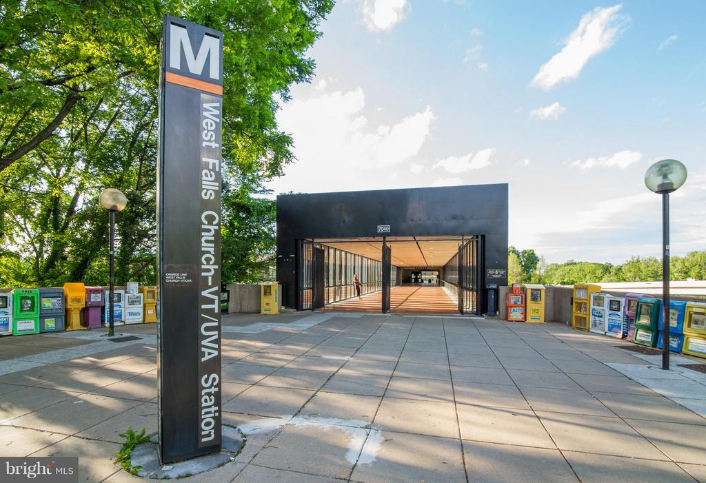 Walk or Bike to Metro! - 200 MAPLE AVE #604, FALLS CHURCH